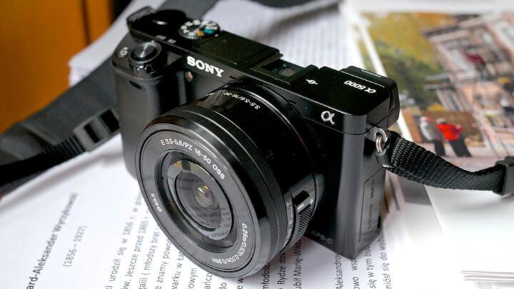 Sony A6000 : L'hybride photo entrée de gamme à acheter en 2020 ? -